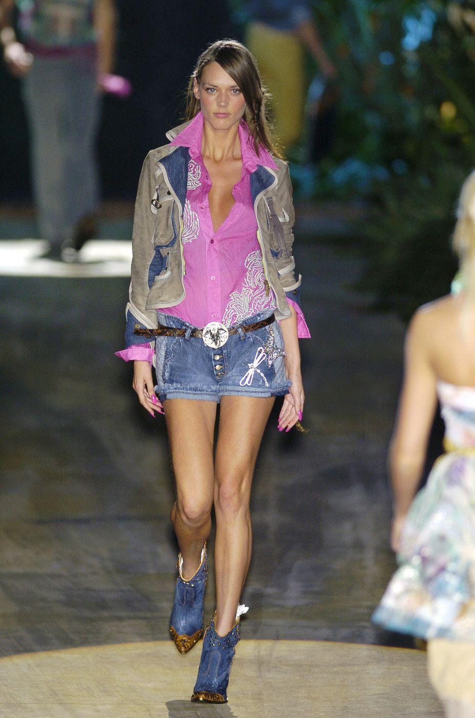 http://www.stylebistro.com/runway/Milan Fashion Week Spring 2005/Just Cavalli/ZRbCHQmKFxM