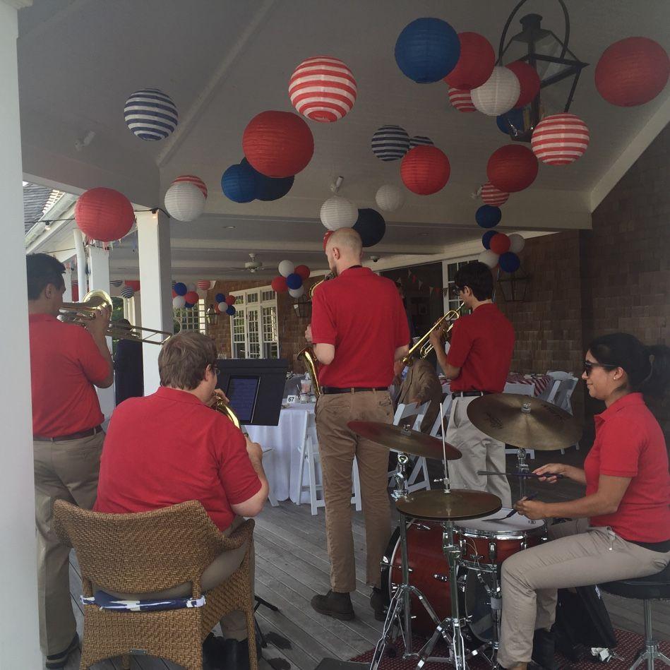 Everypost Jazz, When us, Performance