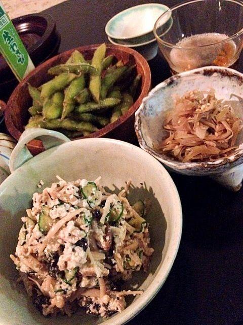 シェフのお刺身を待ちながらつまんでおります。。。 - 9件のもぐもぐ - キノコとキュウリの白和え・みょうがの炒め物・枝豆 by chanmori