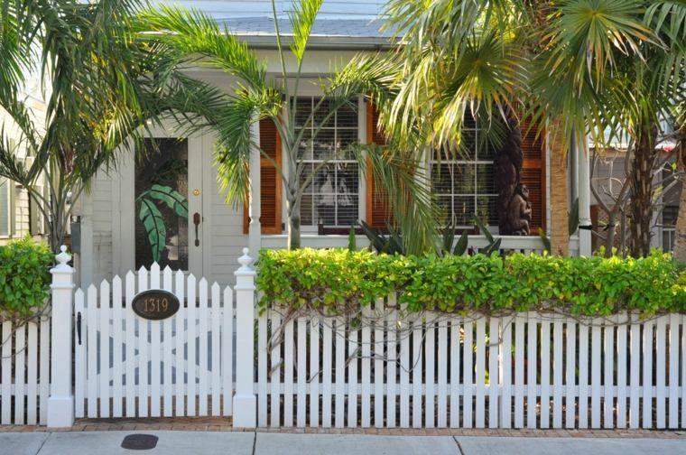 Clôture de jardin en bois  75 idées pour faire un bon choix Front