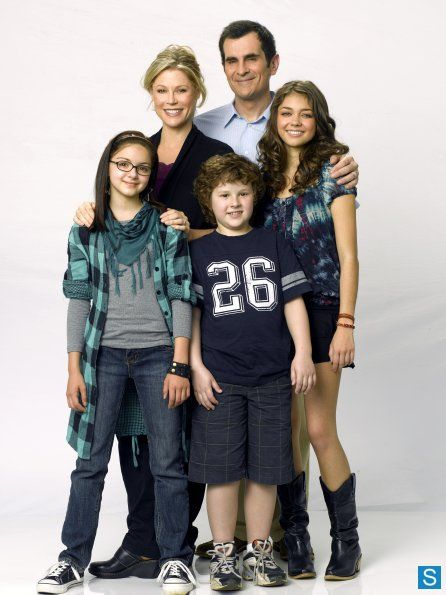 Modern Family Photo Season 1. Claire, Phil, Haley, Alex, and Luke.