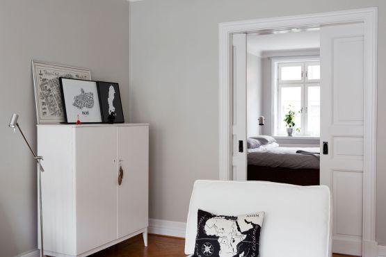 Paredes grises muebles blancos suelo de madera paredes - Salon pequeno ikea ...