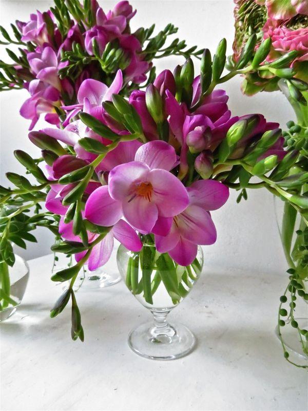 Blumen Tischdeko Entdecken Sie Die Freesien Als Eine Schone Dekoration Freesia Flowers Pretty Flowers Yellow Wedding Flowers