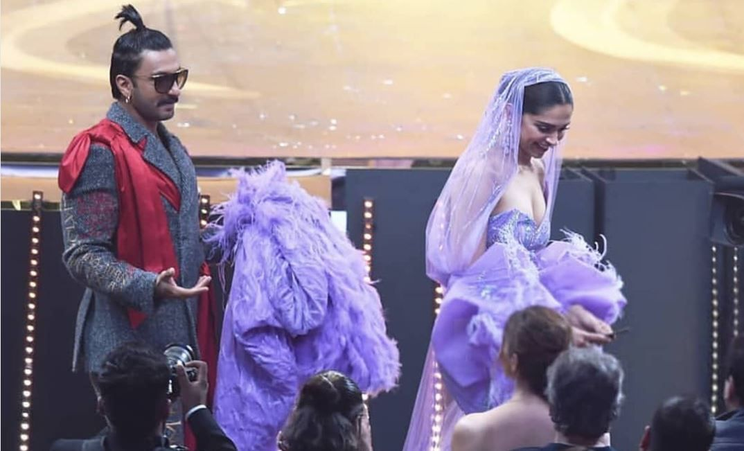 At The Iifaawards Ranveersingh Was Seen Wearing A Scarf Sometimes Holding The Hand Of Wife Deepika Padukone Ranveer Singh Deepika Ranveer