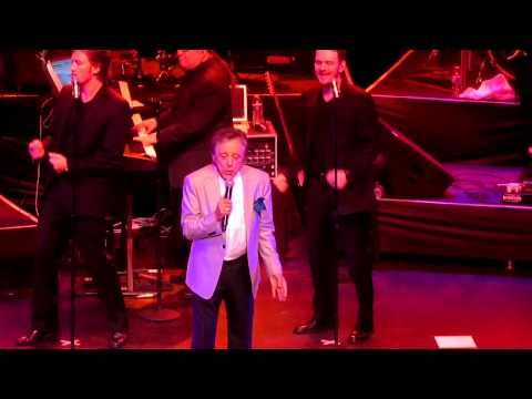 Frankie Valli The Four Seasons Sherry Live In Concert 2013 Youtube Sherry Was The 4 Seasons First Nationally Released Singl Frankie Valli Frankie Concert