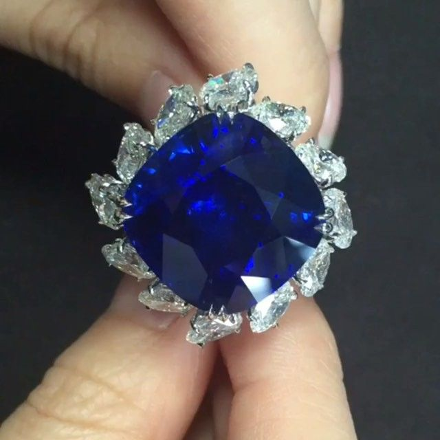Dehres On Instagram An Amazing 37 Carats Sri Lanka Royal Blue Cushion Sapphire Ring Surrounded Wi Amazing Jewelry Expensive Jewelry Royal Blue Sapphire Ring