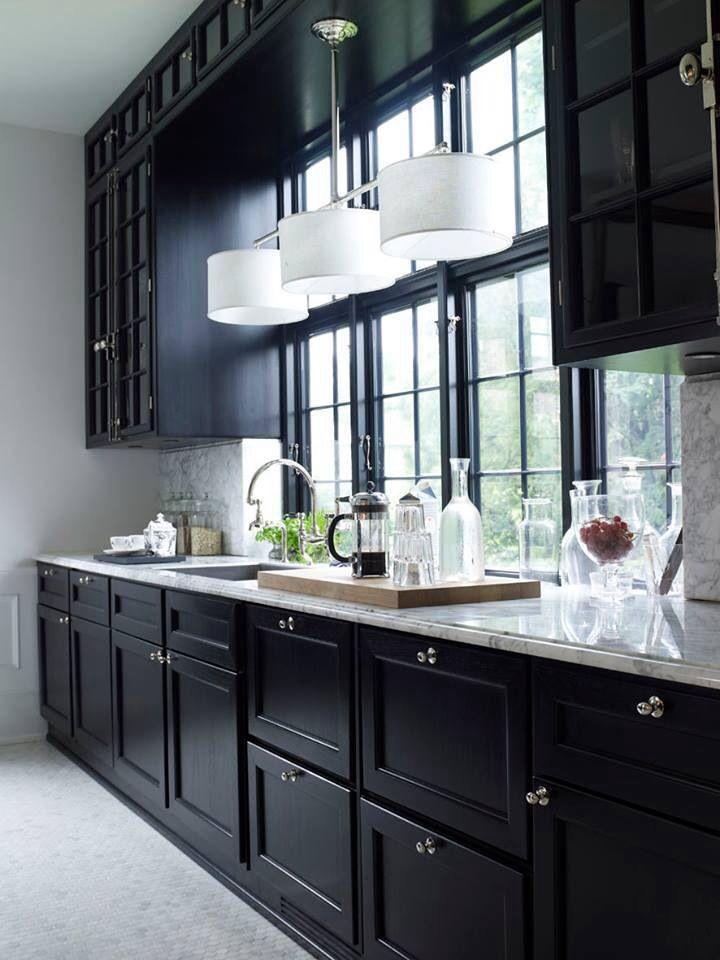 Classic Marble And Black Kinda Liken The Dark Cabinets And Window Trim Love The Island Chandelier Over The Kitchen Trends Kitchen Design Kitchen Interior