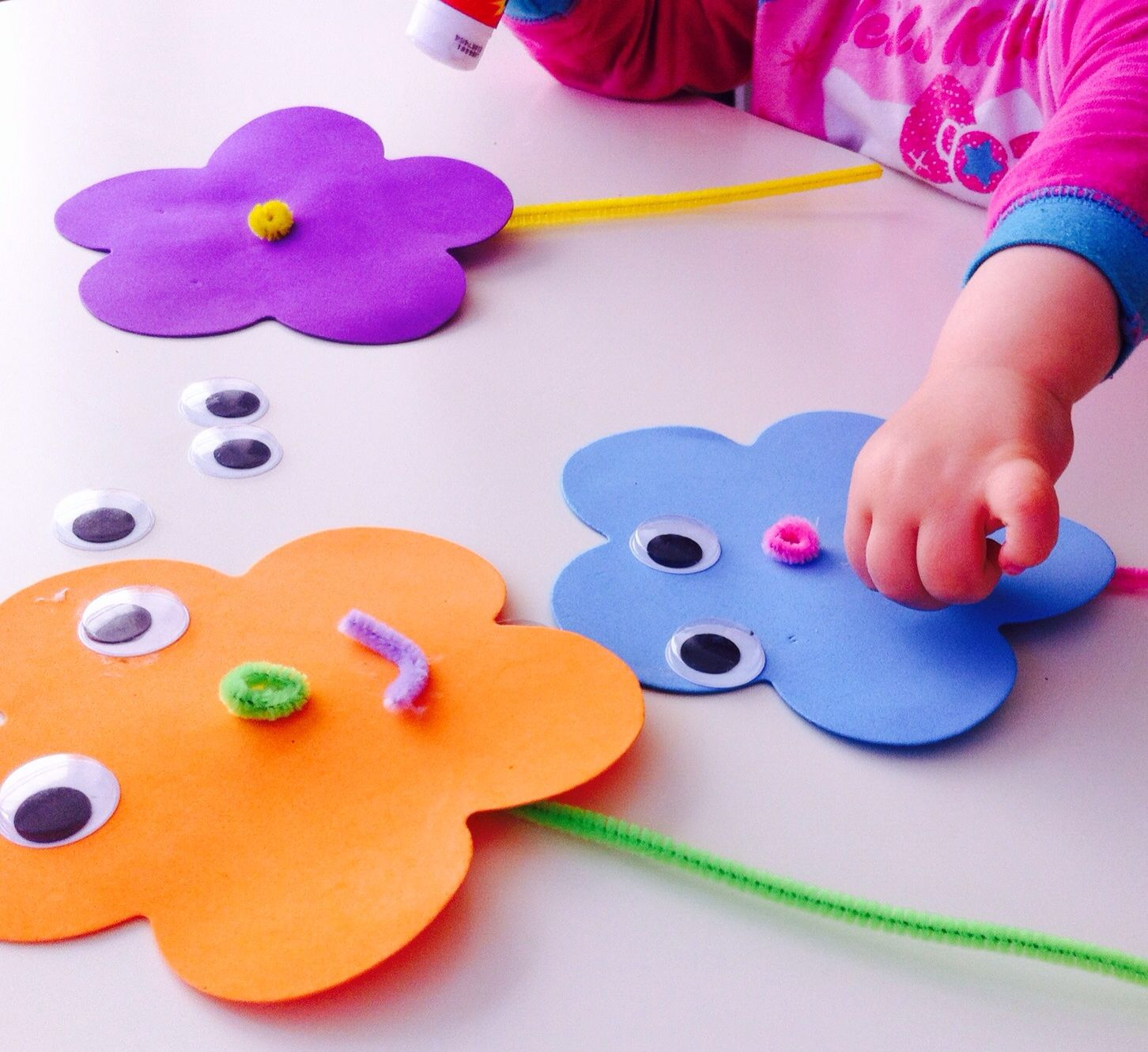 Foam spring flowers easy toddler crafts for Simple handicraft project