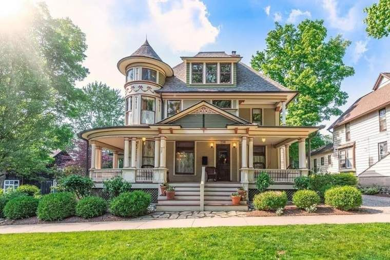 1883 Victorian For Sale In Chelsea Michigan — Captivating Houses