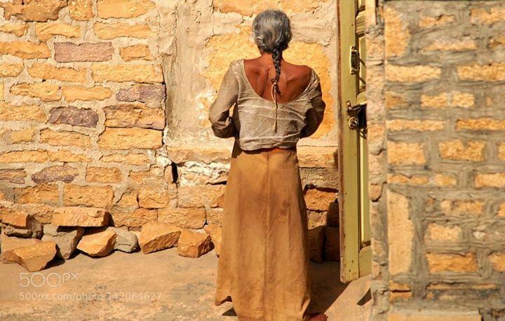 Sonnenbad sun-bath (Indien) http://ift.tt/21gGzoB beautysunoldladywifefemmewomenpoorarmschönbelleUdaipurSonneFarbeIndienSchönheitAlteancientsSonnenbad