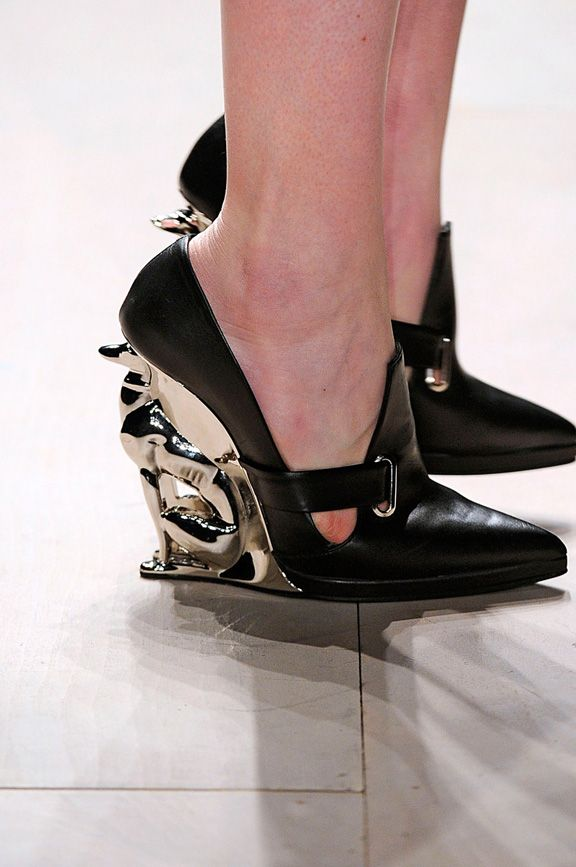 Dogs as heels at David Koma, London Fall/Winter 2012 Fashion Week catwalk (dogwalk?)