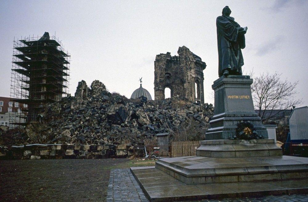 Ruine Der Dresdner Frauenkirche Im Januar 1991 0c51c242 Bdcc 4a29 Ae9a E2d845a040e0 Jpg 1000 657 Dresdner Frauenkirche Frauenkirche Ruinen