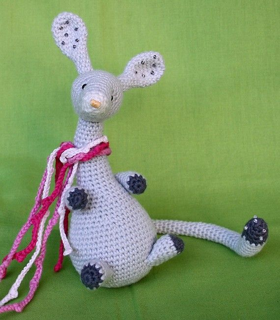 Wriggly Mouse  crochet pattern by CAROcreated on Etsy, €4.50