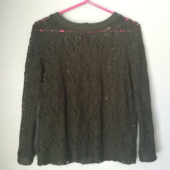 Dark green lace mid sleeve This shirt is in great condition! No rips in the lace Banana Republic Tops Tees - Long Sleeve