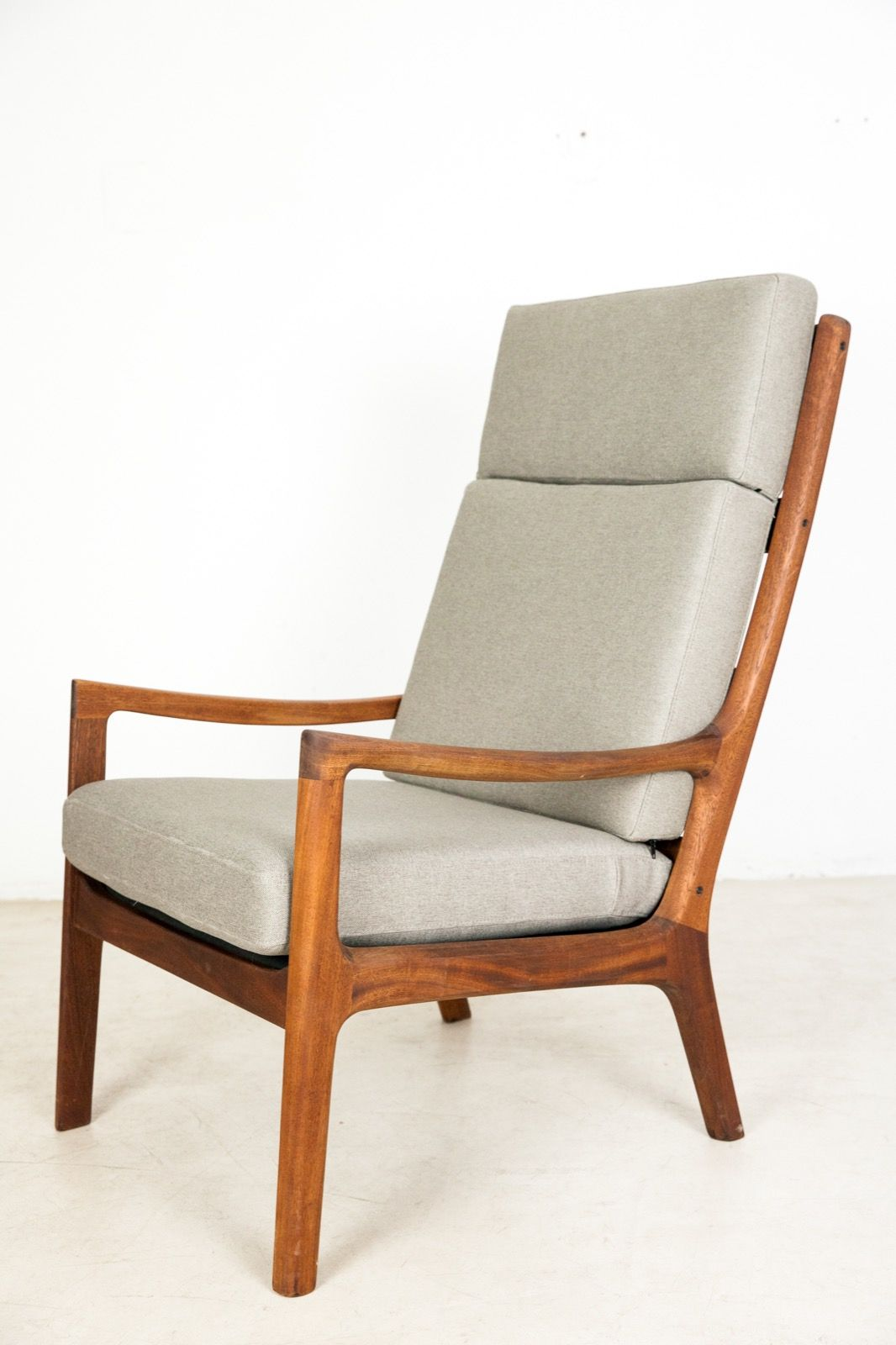 Perfectly Restored Mahogany Armchair by Ole Wanscher - Studio Fabrika