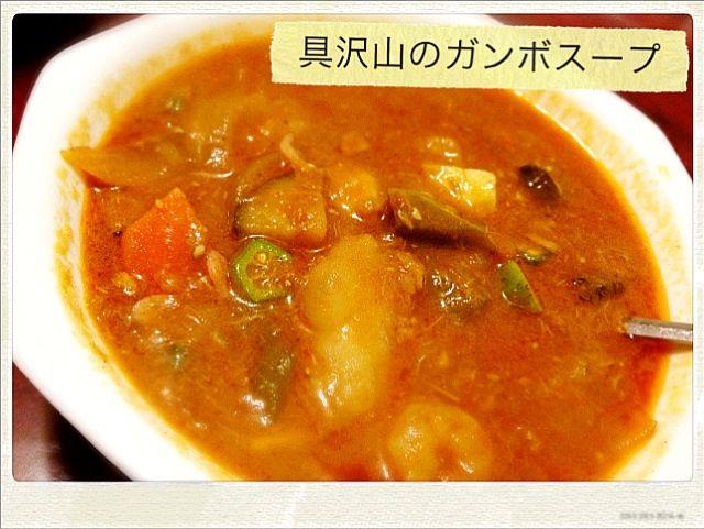 実はツナじゃがトマトのリメイク(・ω・)ノ ケイジャンシーズニングと玉ねぎでルーを仕込んで、この前作ったツナじゃがトマトに、ナス、ししとう、オクラ、シーフードミックス、桜海老を入れて煮込んでスープに!! スパイシーでオクラのとろーりしたスープは病みつきです☆*:.。. o(≧▽≦)o .。.:*☆ - 58件のもぐもぐ - 具沢山のガンボスープ by もるとカッツォ