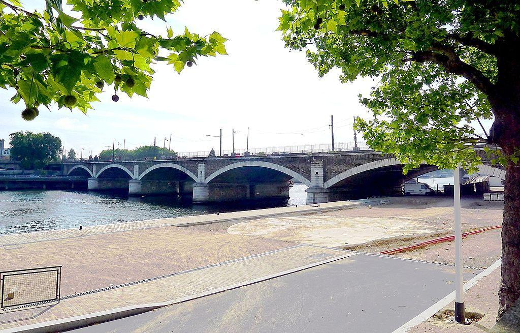 P1030204 Paris XII et XIII pont National rwk.JPG