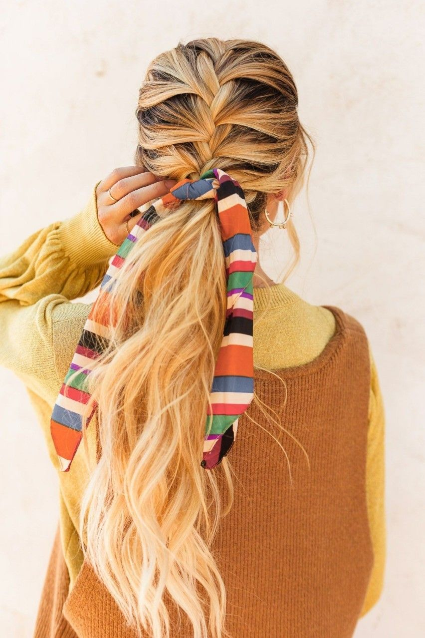 Dettagli moda low cost la coda col foulard fashion details