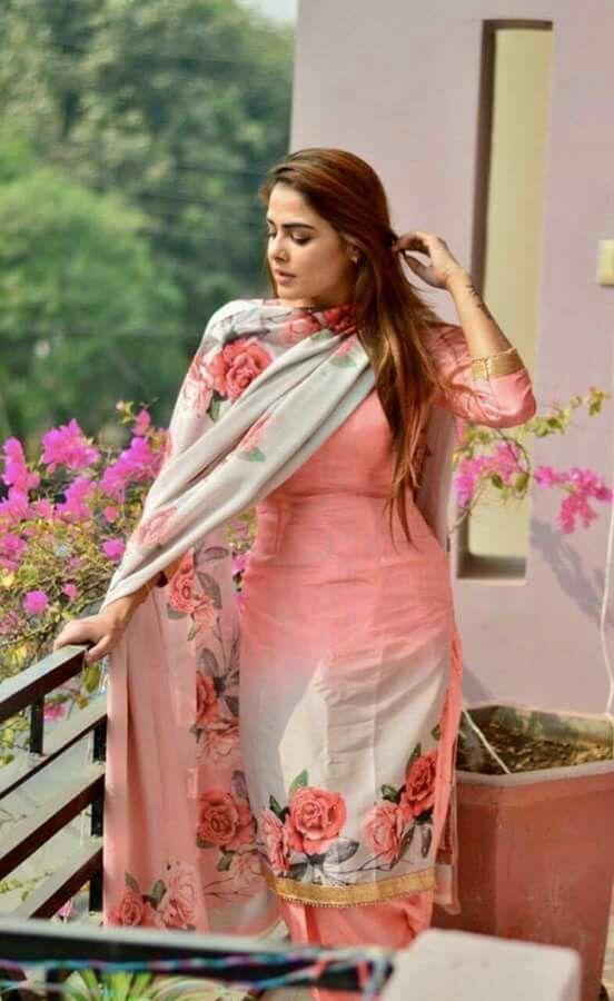 Pin de Me en Punjabi suit | Pinterest | Moda india, Ranas y India