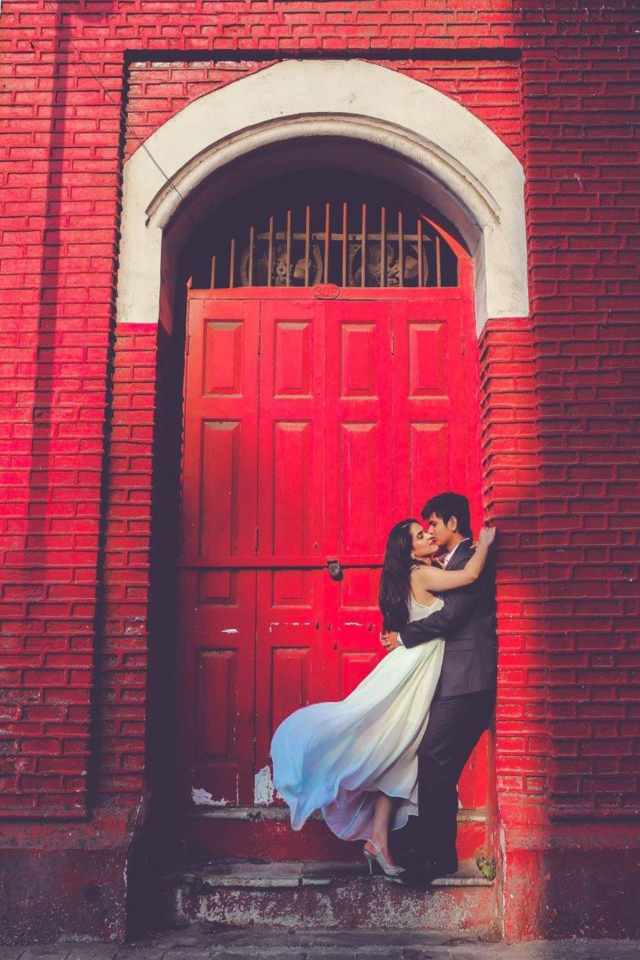 Pre Wedding Shoot - what to and what not to wear - http://www.weddingsutra.com/bride/fashion/3591-pick-the-wardrobe-for-your-pre-wedding-shoot