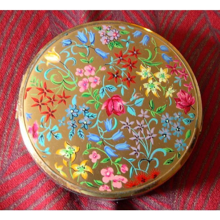 Pretty Floral Gold-tone ?Stratton Powder Compact c.1960s ~ for E.A.C.H. Listing in the Other,Beauty Tools,Make-Up & Cosmetics,Health & Beauty Category on eBid United Kingdom