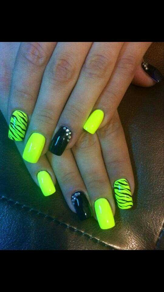 Giallo Fluo Zebra Nero Unghie Monocolore E Nail Art Nail Art