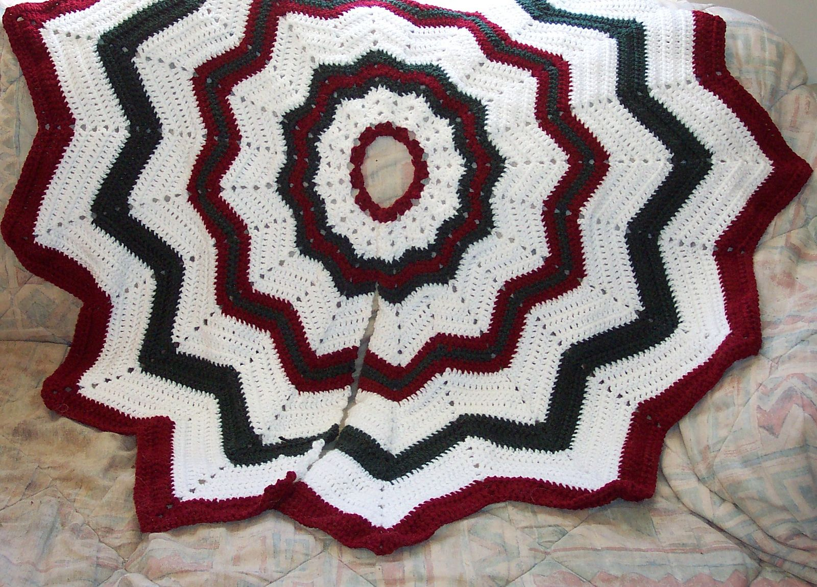 Ravelry: Free SmoothFox\'s Christmas Tree Skirt pattern by Donna ...