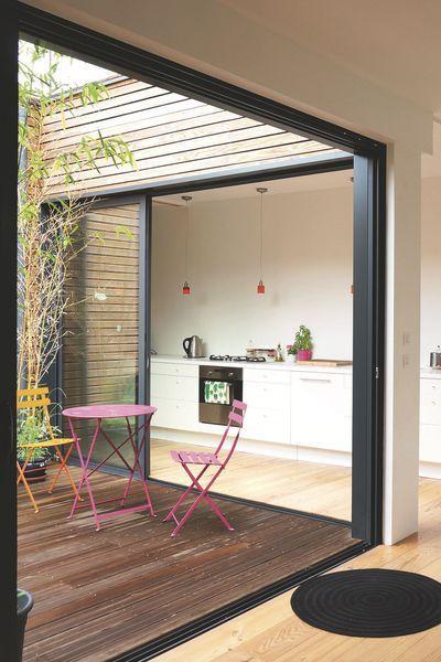 Construite au coeur de Bordeaux par Poly Rythmic Architecture, cette - Plan Architecture Maison 100m2
