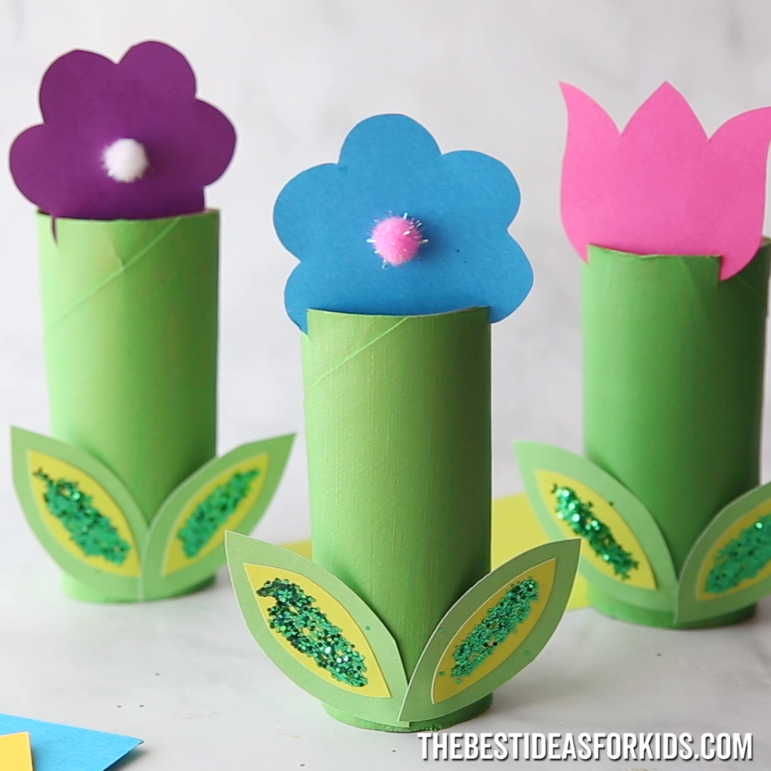 TOILET PAPER ROLL FLOWERS   - such a fun spring craft for kids! An easy spring craft to make with preschoolers or kindergarten classes.  #bestideasforkids