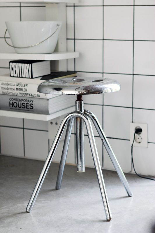 sleek stool (maliin stoor)