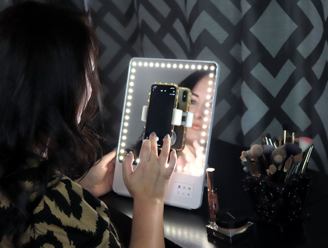 Glamcor Riki Skinny Vs Riki Tall Lighted Selfie Mirrors Review Makeup Mirrors Makeup Mirror Riki Skinny Mirror