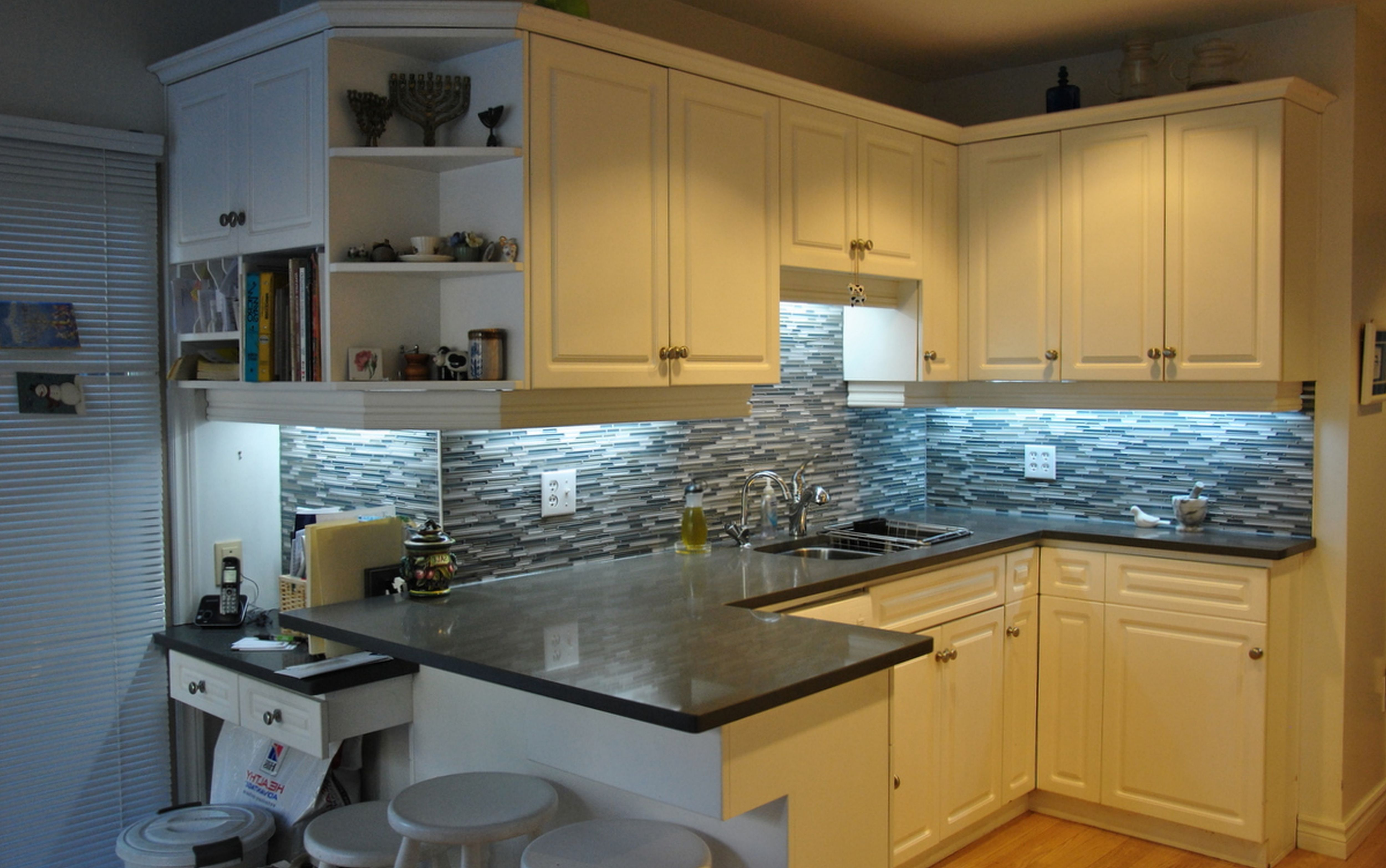 Nice    White Cabinets, Quartz Countertop. Backsplash Looks A Little Busy.