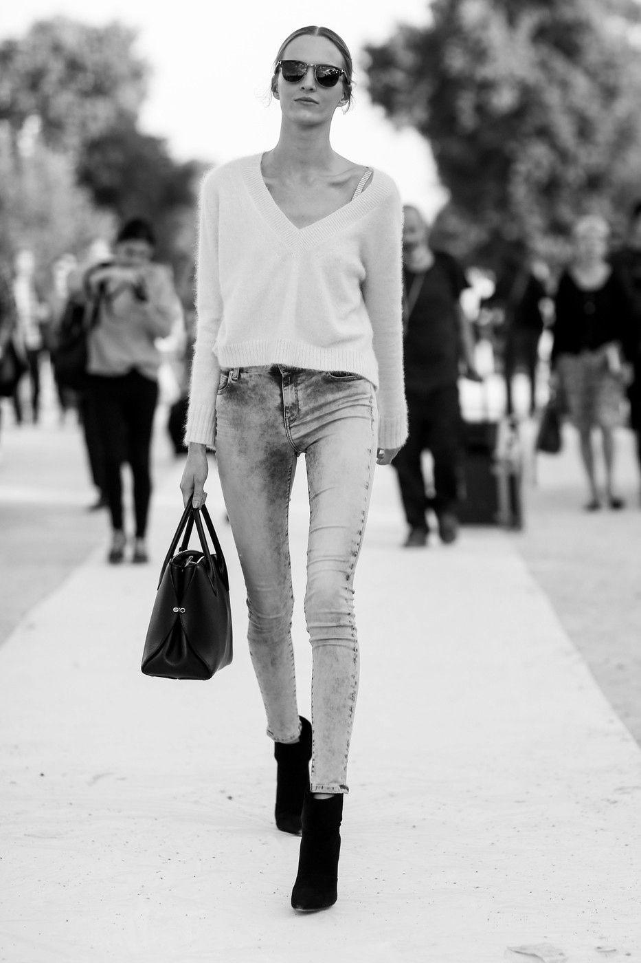 even cooler in black & white. Daria #offduty in Paris. #DariaStrokous