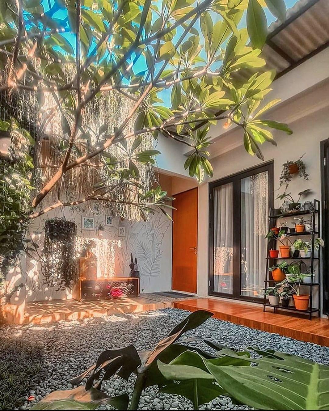 Suka postingan ini?? tap 2x yaa.. Tag teman, saudara atau pasanganmu.  Terimakasih Support nya, semoga menginspirasi 🙏🙏😃  Please Follow  - @desain.rumahaku - @rumah.favoritku - @maridekorrumah  untuk inspirasi lainnya yaaa.  Credit : @damaricha   #desain.rumahaku #rumah.favoritku #maridekorrumah #homedesign #homeinterior #house #rumah #rumahidaman #rumahminimalis #perumahan #taman #dapur #kamar #shabbychic #gorden #DIY #dekorasikamar #lemari #furniture #taman #rumahdijual #