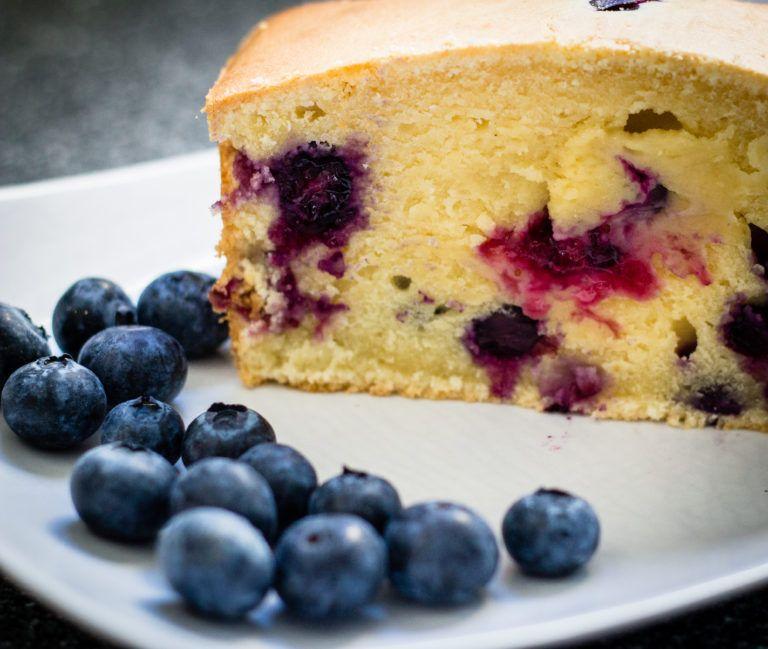 Blueberry yogurt cake: we love it. – Mum and Cherry
