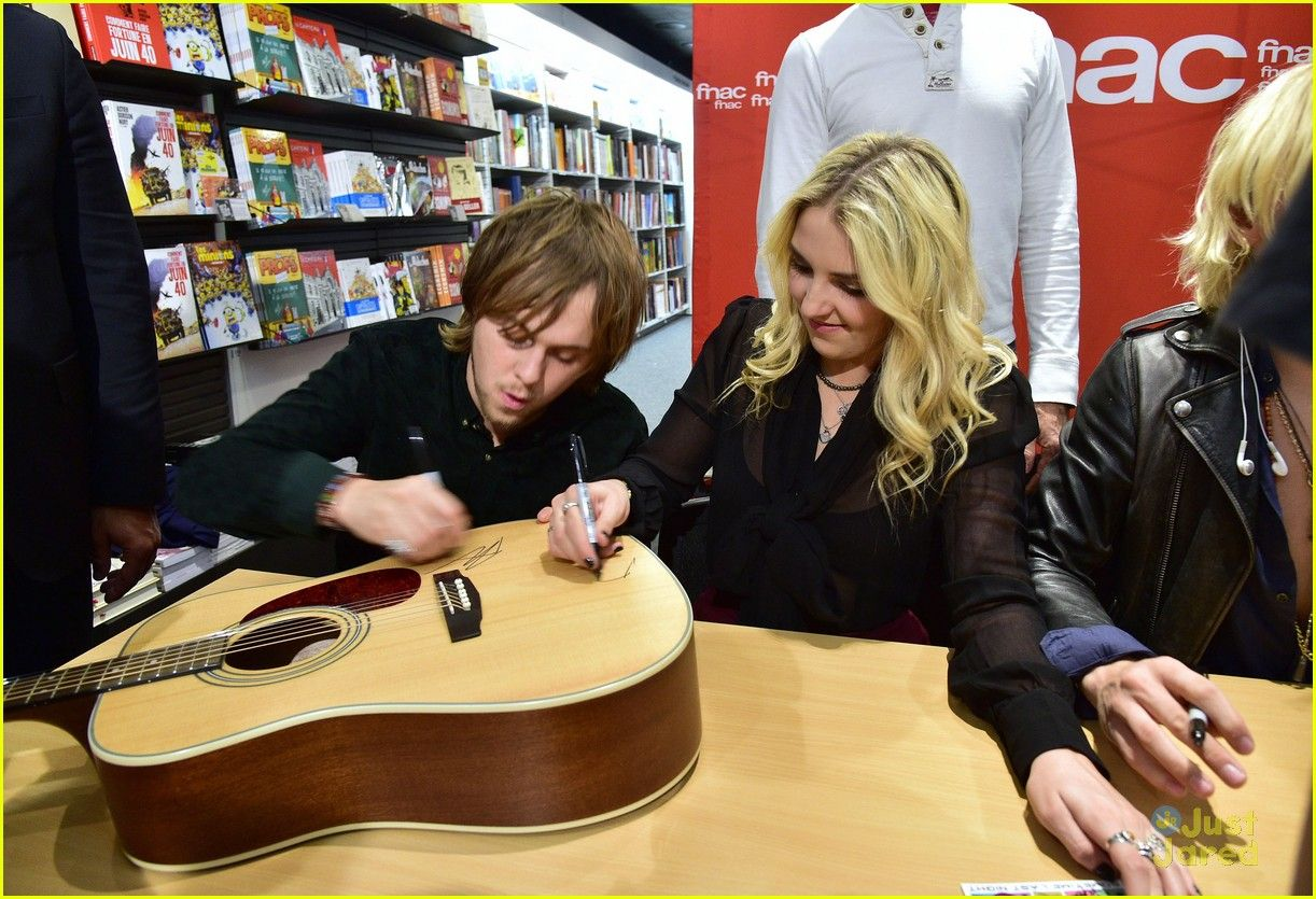 R5 visit venice before heading to paris for fan meet greet r5 r5 visit venice before heading to paris for fan meet greet kristyandbryce Gallery