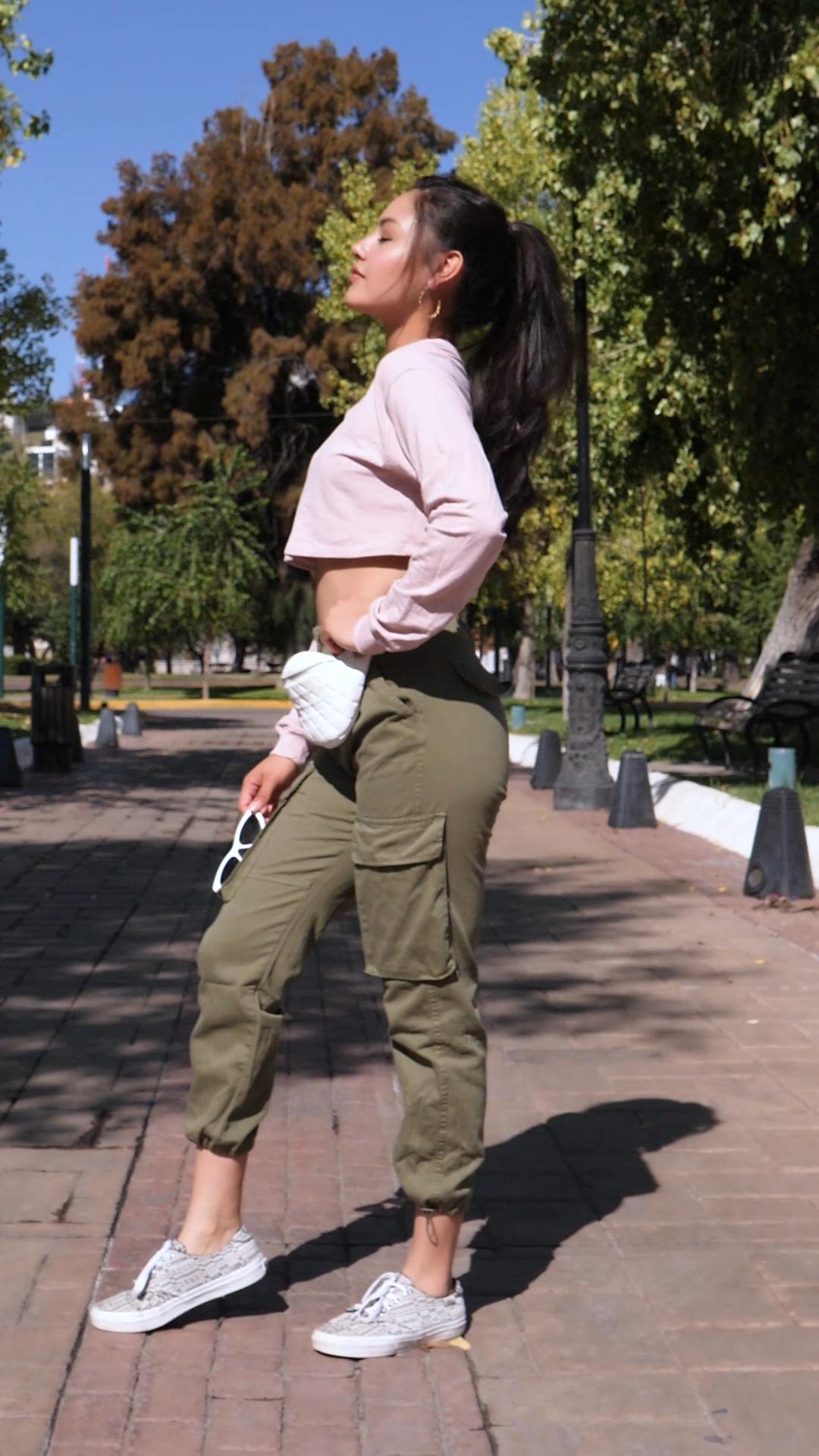 Ideas con pantalón verde militar en tu outfit