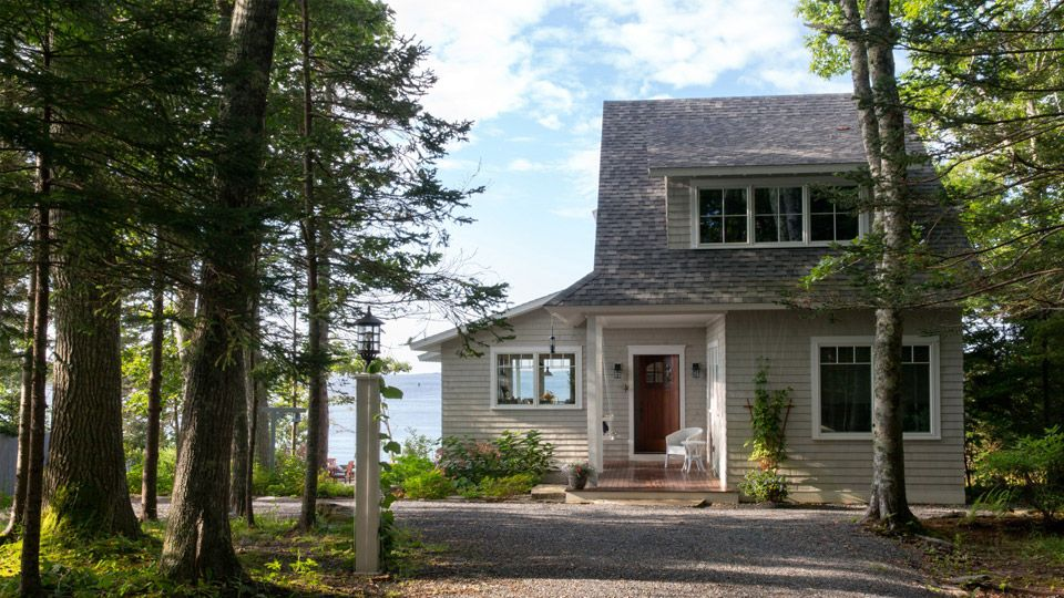 A coastal cottage in boothbay harbor maine photos by for Maine cottage house plans