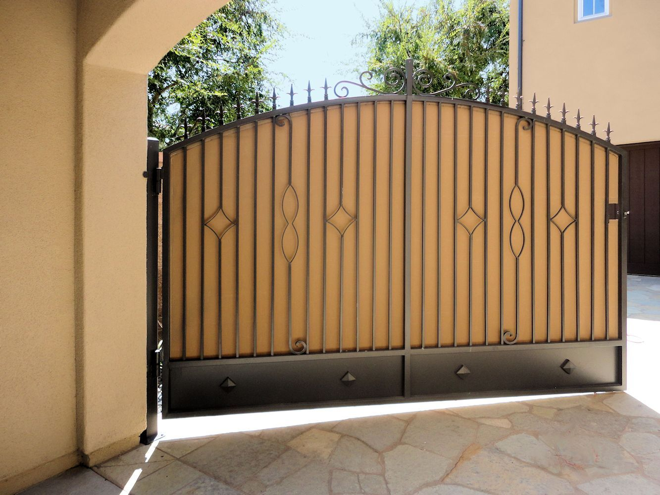 Privacy gate cover by superior awning inc in southern for Aluminum gates for driveways