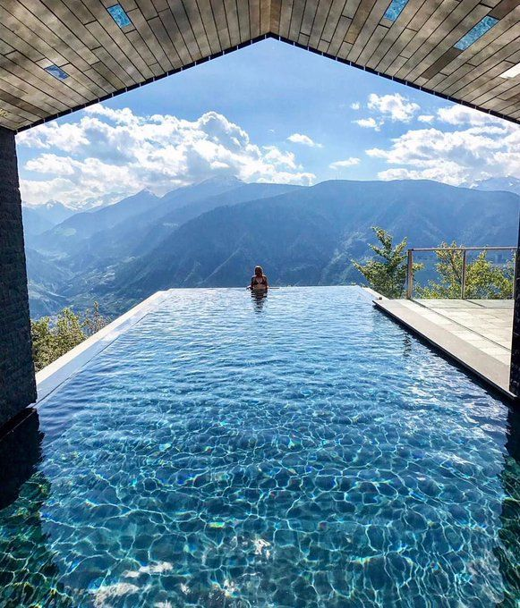 Match Your Space And Location With These List Of Infinity Pool Design Examples We Have Gathered From All Around The World Wide W Cool Pools Swimming Pools Pool