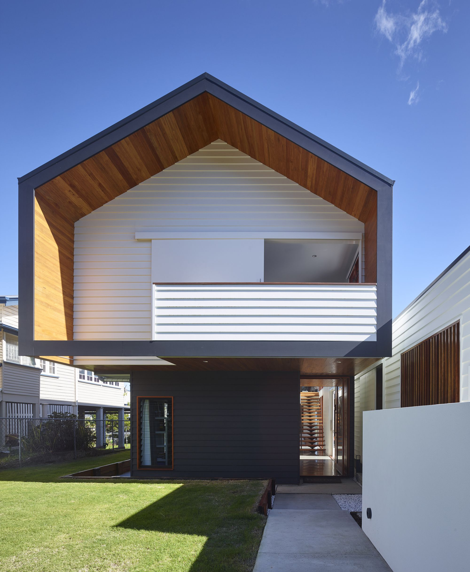 Image 1 Of 26 From Gallery Of Nundah House Kahrtel Photograph By Scott Burrows Modern Minimalist House Flat Roof Design Residential Architecture