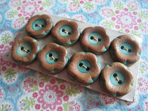Vintage wooden flower buttons
