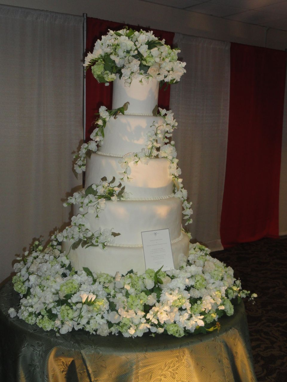 Edward And Bellas Wedding Cake