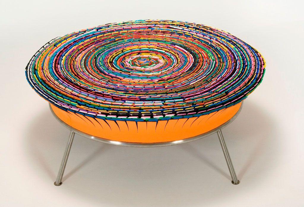 Mostra que tem m veis com design circular inaugurada em for Mobilia anos 70