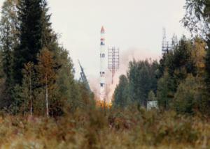 Cyclone-3 rocket launching Meteor-3 satellite.png