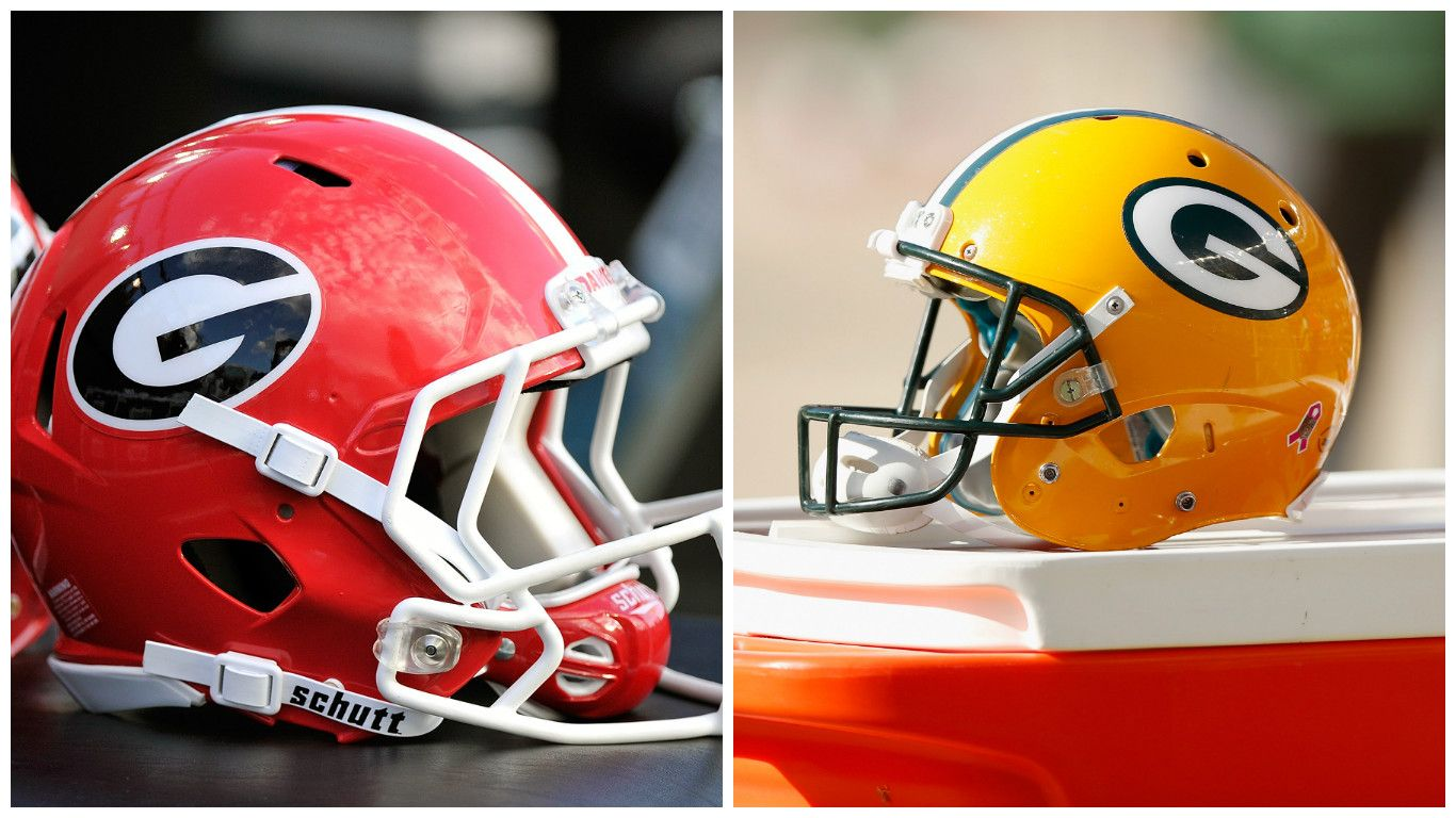 The Green Bay Packers Are Coming To Atlanta To Take On The Atlanta Falcons In The Nfc Championship In One Of The Bi Athletics Logo Helmet Logo Football Helmets