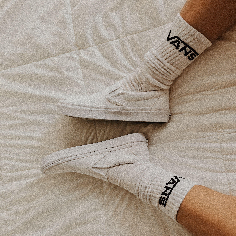 Adicto Establecer dirección  white slip on vans with white vans socks 🤩 | White slip on vans, White vans  outfit, Vans socks