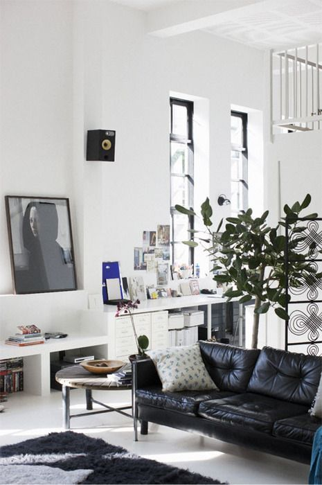 How To Decorate A Living Room With A Black Leather Sofa Decoholic Interior House Interior Home Living Room