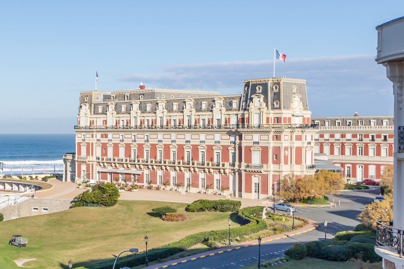 Vente appartement renove 4 pieces 120 m2 vue sur l 39 hotel - Prix chambre hotel du palais biarritz ...