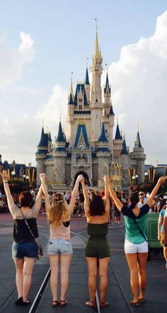 7 Reasons One Should Do The Disney College Program | The Odyssey
